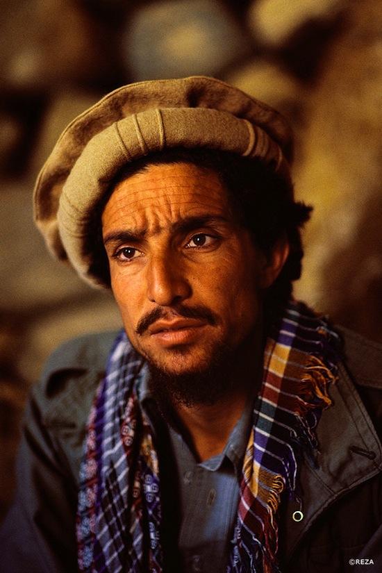 Reza rend hommage au commandant Massoud en lançant un beau livre ...